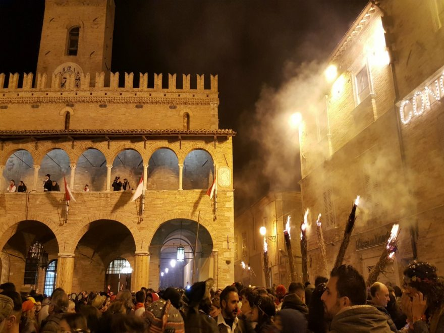 Carnevale Storico Offida piazza regione Marche