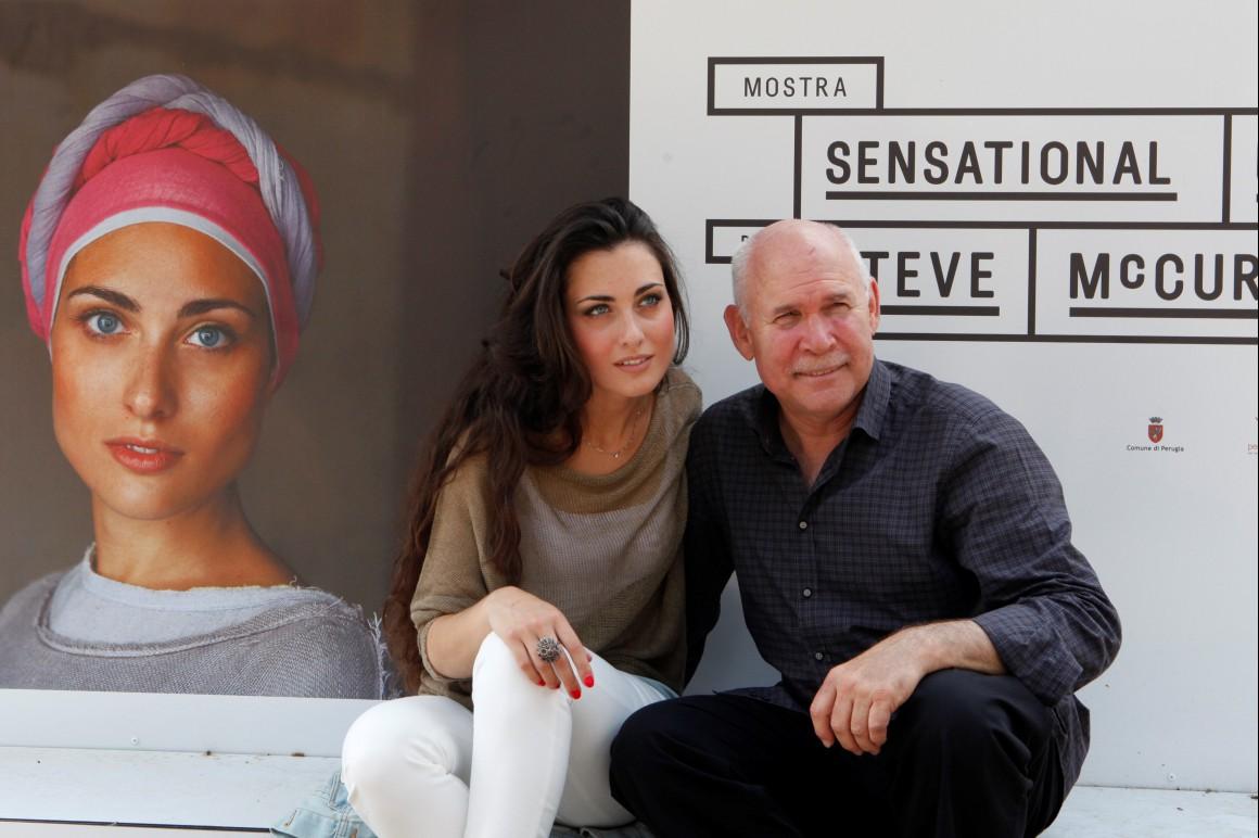 La modella Veronica Corvellini al Mercato delle Gaite e Steve McCurry alla mostra Sensational Umbria