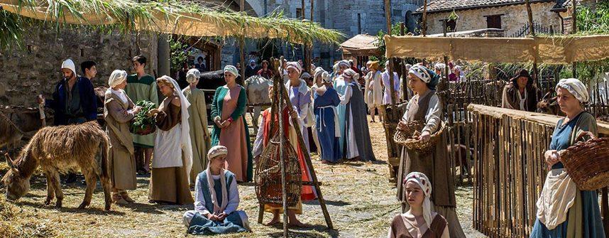 Rievocazione di scene di vita medievale al Mercato delle Gaite di Bevagna