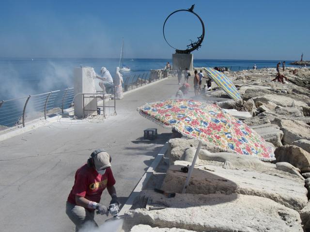 Artisti a lavoro per scultura e pittura viva