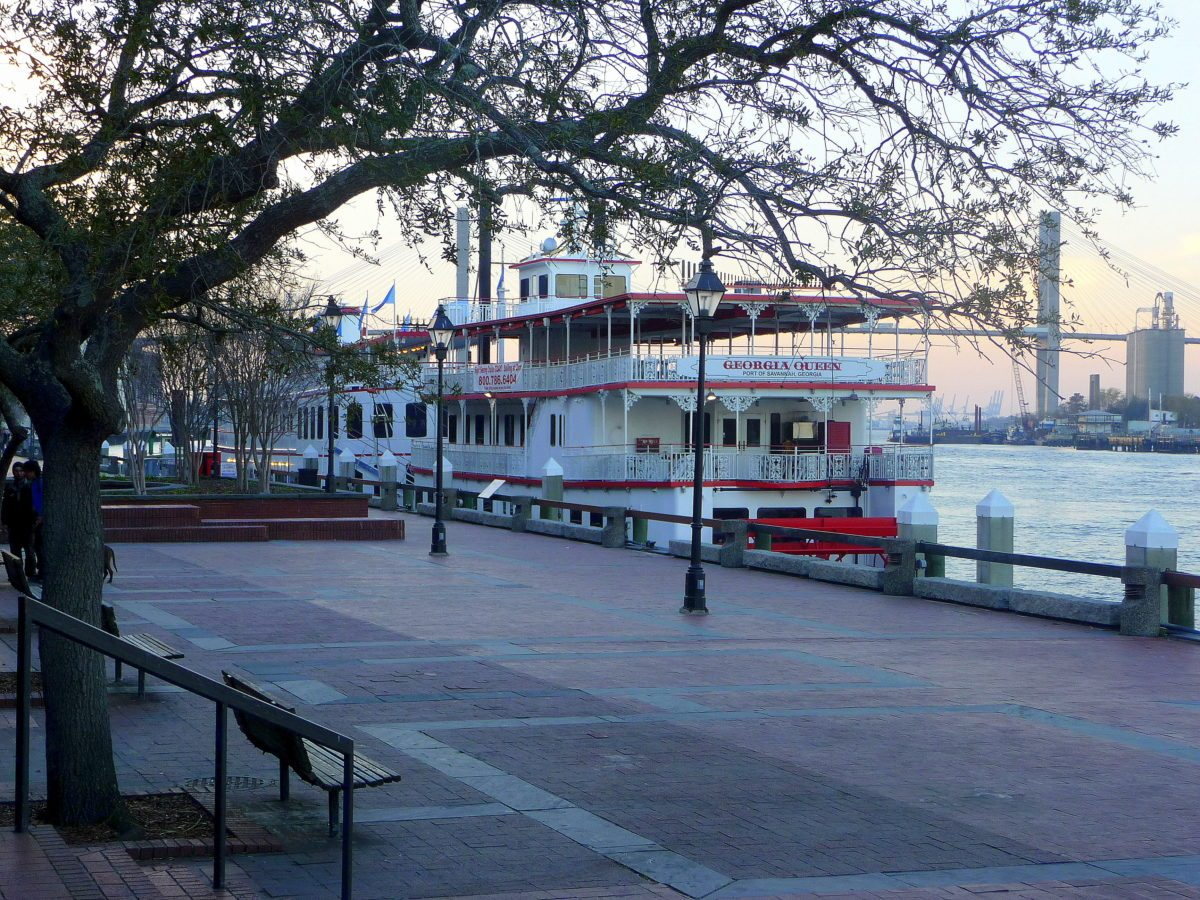 Battello a vapore a Savannah al tramonto