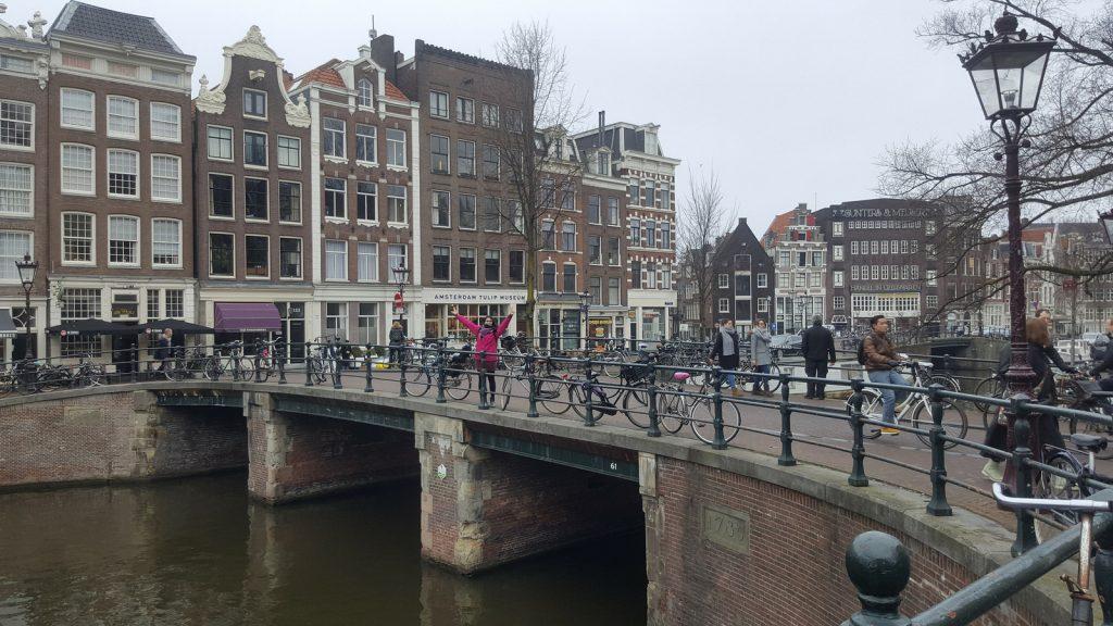 Amsterdam Perché gli italiani schifano l'Italia? I misteri del Bel Paese