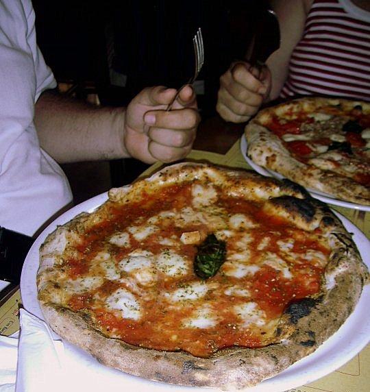 Vesi San Biagio dei Librai pizzeria Napoli