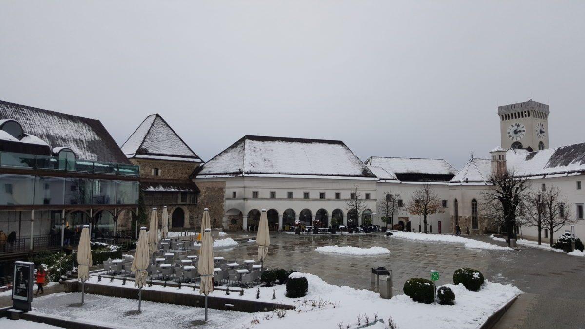 Castello Lubiana piazza neve