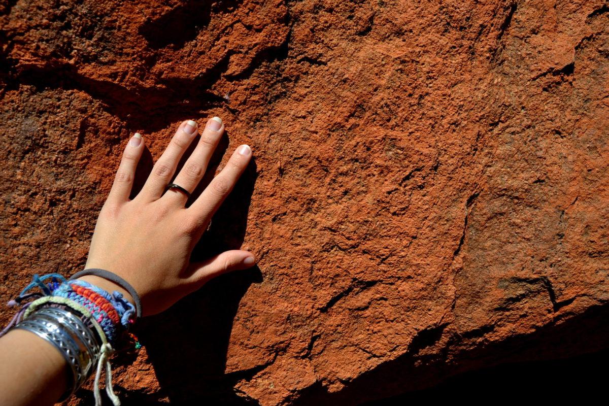 mano corpo Uluru Australia classifica