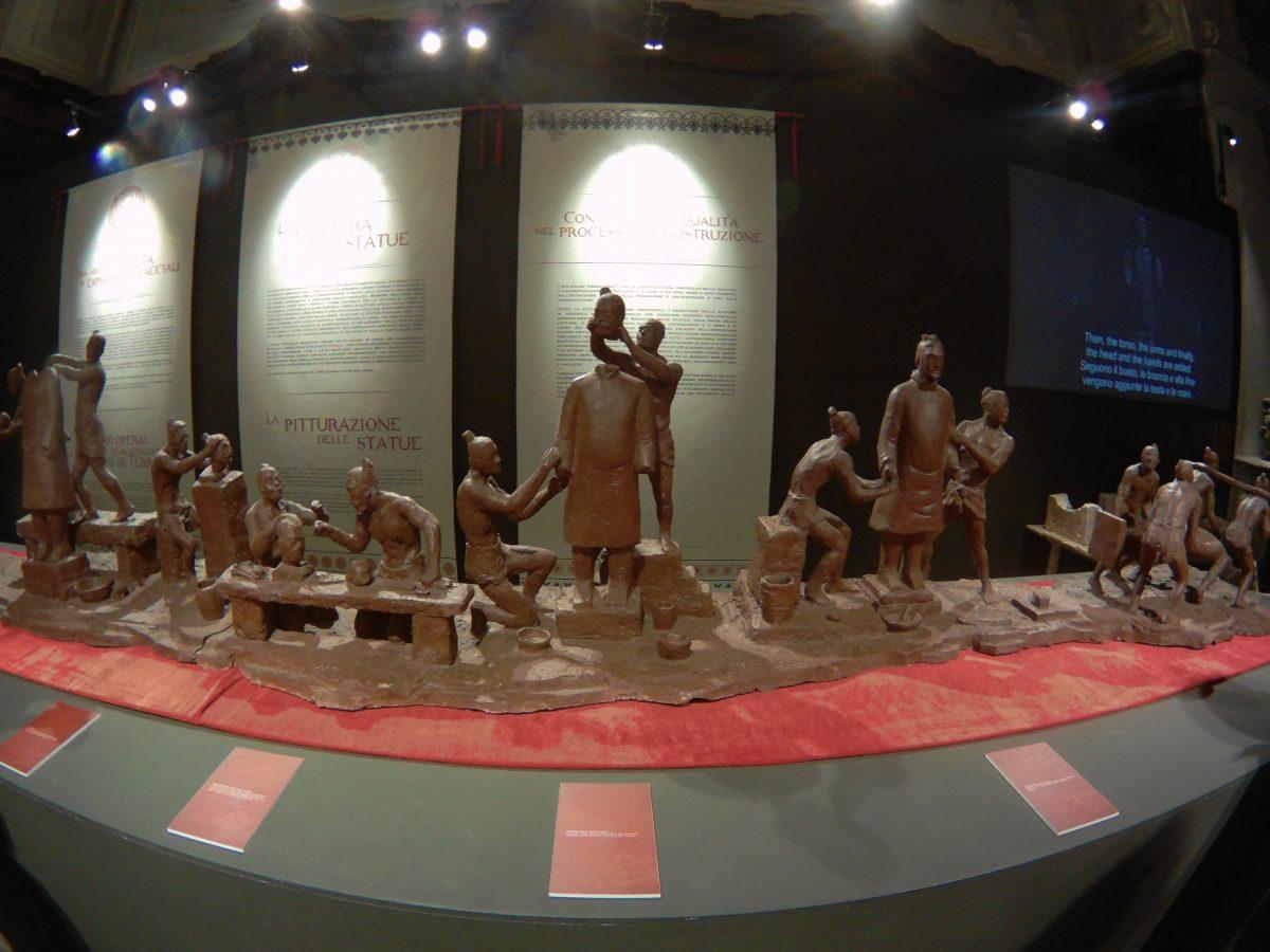 Catena di montaggio della mostra dell'esercito di terracotta Napoli