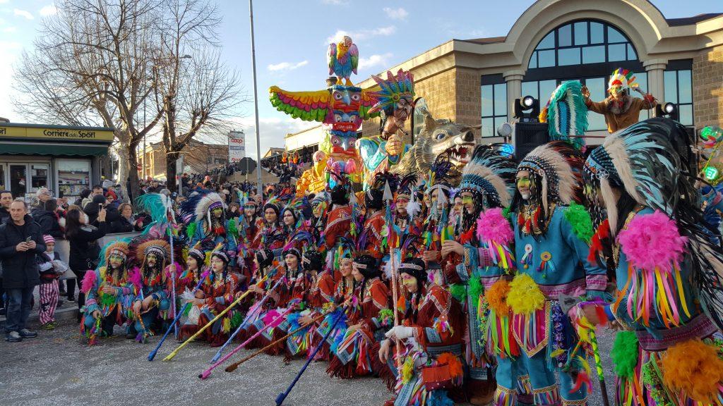 Il Carnevale di Civita Castellana nelle misteriose Terre Falische del Lazio Roma week end maschera