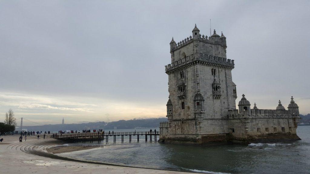 torre architettura cosa fare vedere visitare dintorni Lisbona Walk Border on the road meteo Portogallo Lisbon