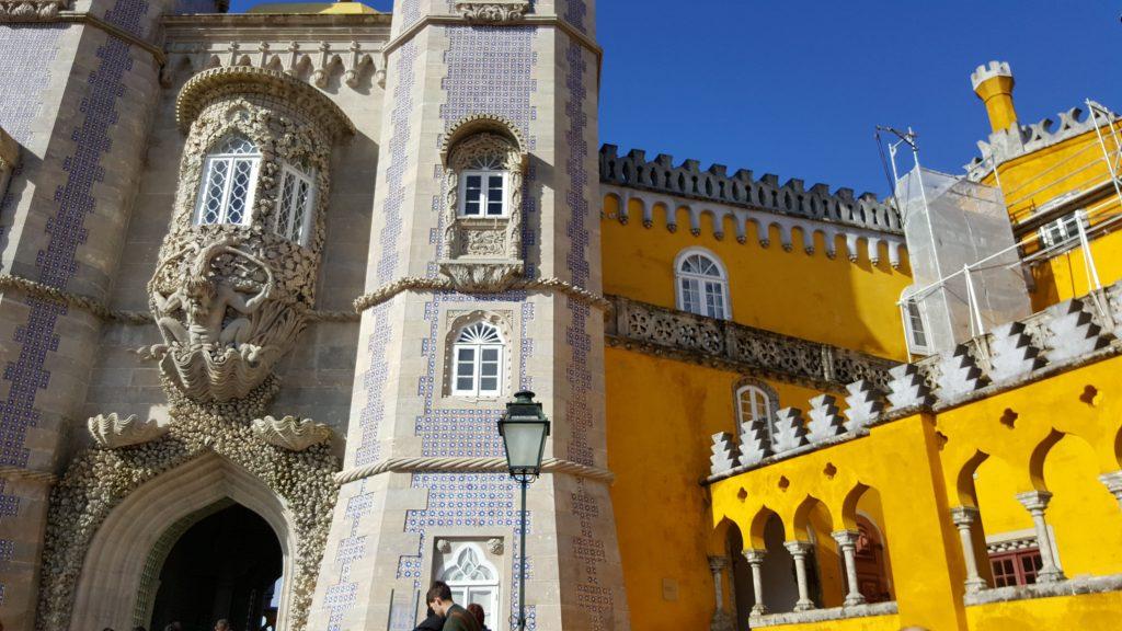 Scopri quale palazzo non devi assolutamente perderti nei Parchi di Sintra Portogallo viaggiare viaggio viaggi meteo Europa Google