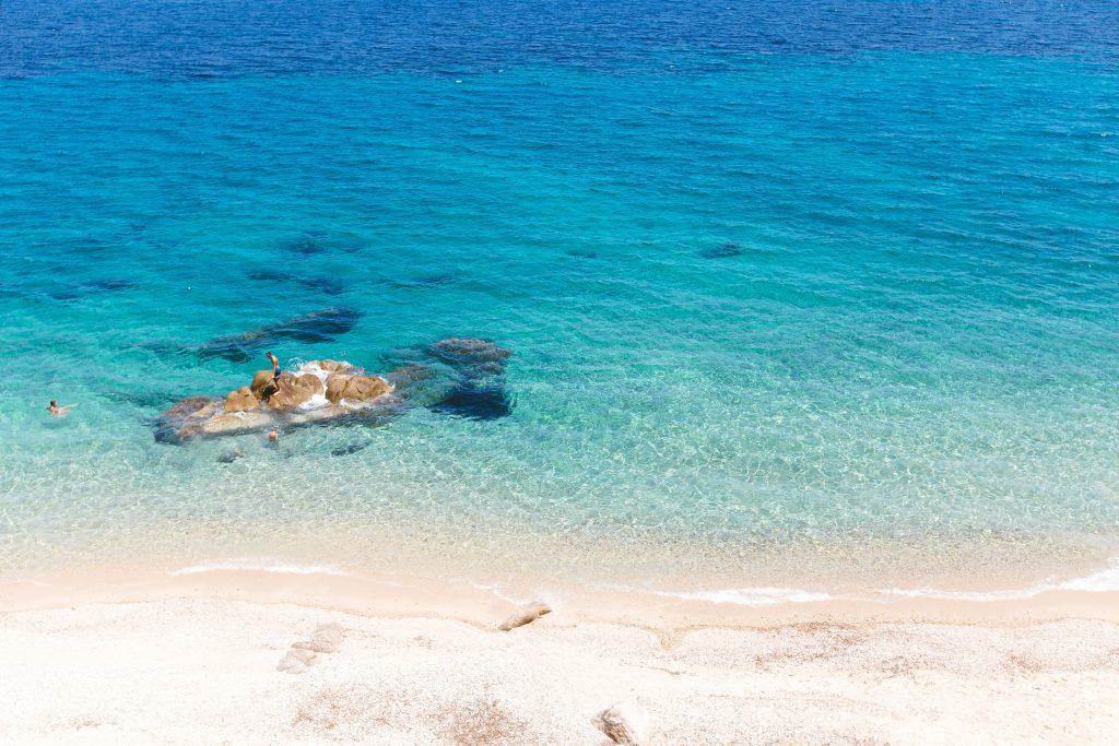 Quali isole greche visitare a settembre e cosa mettere in valigia consigli lista meteo google Grecia estate estivo mare abbronzatura protezione acqua cristallina cibo pesce consiglio viaggio viaggi