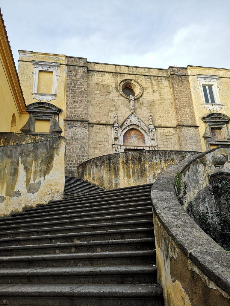 scalone di Ferdinando Sanfelice San Giovanni a Carbonara panorama avanguardia architettura da non perdere Napoli
